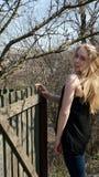 Menina perto da cerca Imagens de Stock Royalty Free