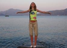 Menina perto do mar Imagens de Stock Royalty Free