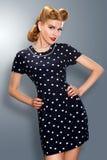 Menina Pin-acima no levantamento retro do vestido do vintage Fotografia de Stock Royalty Free