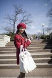 A menina positiva da idade de escola está no parque Fotografia de Stock Royalty Free