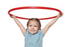 A menina prende uma aro ginástica Fotos de Stock Royalty Free