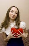 a menina pressiona o coração Foto de Stock Royalty Free