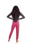 Menina preta em calças justas cor-de-rosa da parte traseira Fotografia de Stock