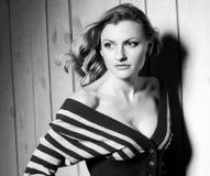 Menina preto e branco do retrato Imagens de Stock