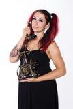 Menina punk de sorriso com telefone antigo fotografia de stock