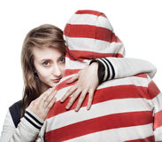 Menina que abraça um homem novo Fotografia de Stock