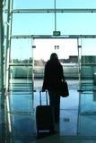 Menina que anda à porta Foto de Stock