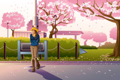 Menina que anda durante Cherry Blossom Fotografia de Stock