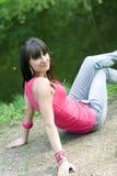Menina que anda no parque Fotos de Stock