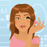 Menina que aplica o mascara Imagem de Stock