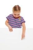 Menina que aponta no whiteboard. Foto de Stock
