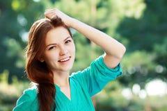 Menina que aprecia o ar fresco Fotografia de Stock