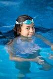 Menina que aprecia a piscina Imagens de Stock
