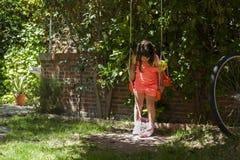 Menina que balança no campo de jogos Jardim nave Fotos de Stock Royalty Free