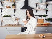 Menina que bebe seu café da manhã imagens de stock royalty free