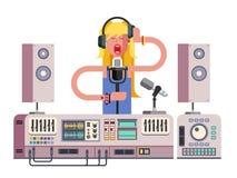Menina que canta no estúdio de gravação sonora Imagem de Stock
