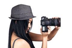 Menina que começ pronta para tomar uma foto Fotos de Stock