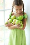 Menina que come maçãs Fotos de Stock Royalty Free