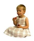Menina que come morangos Imagens de Stock