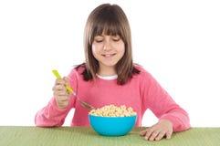 Menina que come o cereal Imagem de Stock Royalty Free