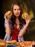 Menina que come o sanduíche grande Imagem de Stock Royalty Free