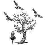 Menina que come sob uma árvore ao estilo das tatuagens Foto de Stock