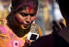 Menina que comemora Holi Fotografia de Stock