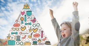Menina que comemora sob o céu com os gráficos de vencimento no triângulo Fotografia de Stock Royalty Free
