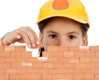 Menina que constrói uma parede Foto de Stock
