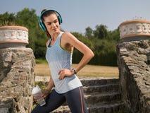 A menina que corre no parque Imagem de Stock Royalty Free