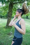 Menina que corre no parque de Camaldoli Fotografia de Stock