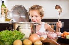 Menina que cozinha a sopa Foto de Stock Royalty Free