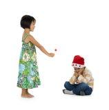 Menina que dá o presente do x-mas ao menino Imagem de Stock