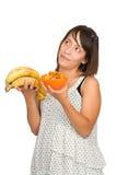 Menina que decide entre saudável e a comida lixo Imagens de Stock Royalty Free
