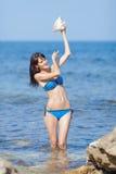 Menina que derrama sobre si mesma a água Imagem de Stock Royalty Free