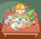 Menina que desenha uma imagem Foto de Stock Royalty Free