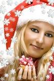 Menina que desgasta o chapéu de Papai Noel Imagens de Stock Royalty Free