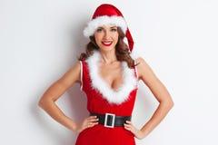 Menina que desgasta a roupa de Papai Noel fotografia de stock
