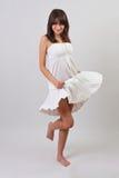 Menina que desgasta um vestido agradável do verão Imagem de Stock