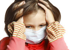 Menina que desgasta uma máscara protetora Fotos de Stock