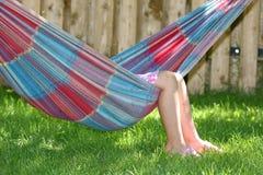 Menina que dorme no hammock Imagem de Stock