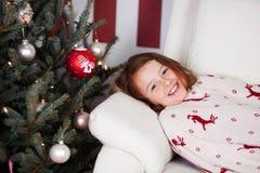Menina que encontra-se esperando a criança de Cristo Foto de Stock Royalty Free