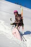 Menina que escala para um freeride Foto de Stock Royalty Free