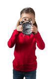 Menina que esconde sua face atrás do pulso de disparo Imagem de Stock