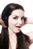 Menina que escuta auscultadores Fotografia de Stock Royalty Free
