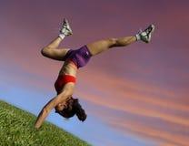 Menina que exercita ao ar livre fotografia de stock