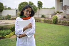 Menina que expressa a liberdade Fotos de Stock Royalty Free