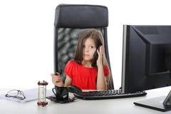 Menina que fala no telefone Imagens de Stock