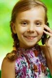 Menina que fala no telefone de pilha Imagens de Stock Royalty Free