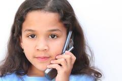 Menina que fala no telefone de pilha Foto de Stock Royalty Free